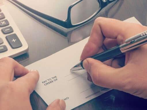 Как оформить возврат при безналичной оплате на расчетный счет